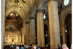 Belépve a Bazilikába